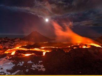 Пять проснувшихся на Камчатке вулканов щекочут нервы