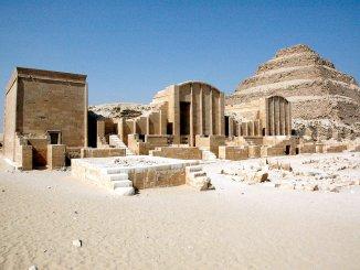 В пирамиде, построенной Имхотепом, найден его автограф